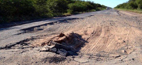 el-asfalto-en-muy-mal-estado-sobre-la-ruta-_595_275_1061603
